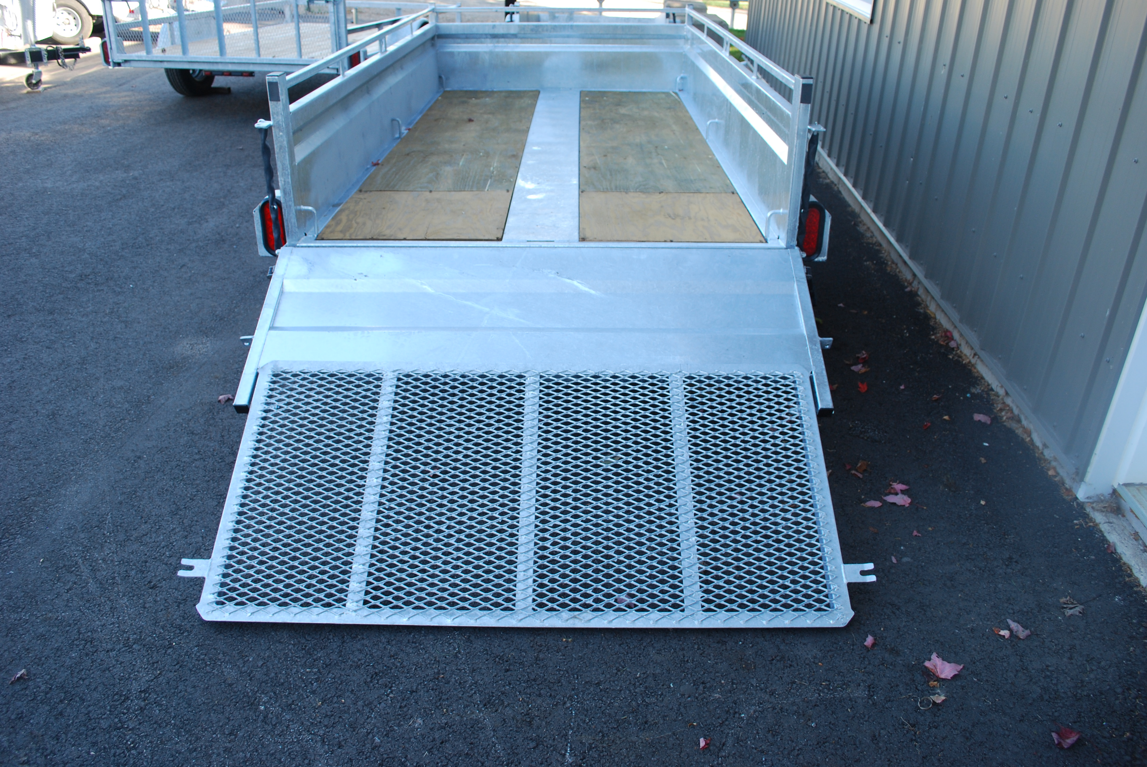 Utility Trailer 66 X 123 Galvanized with folding ramp   Remorques PAC